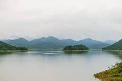 Ajardine Natrue e uma névoa da água na represa de Kaeng Krachan Imagens de Stock Royalty Free