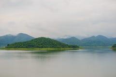 Ajardine Natrue e uma névoa da água na represa de Kaeng Krachan Imagens de Stock