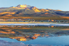 Ajardine no nascer do sol na vila de Coqueza, plano de sal de Uyuni, Bolívia Foto de Stock