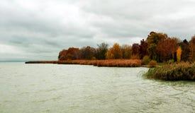 Ajardine no outono no lago Balaton, Hungria Imagem de Stock Royalty Free
