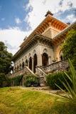Ajardine no parque de Monseraty com casa bonita, Cintra, Portug Foto de Stock Royalty Free
