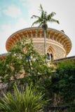 Ajardine no parque de Monseraty com casa bonita, Cintra, Portug Foto de Stock