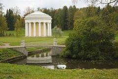 Ajardine no parque de Pavlovsk, Rússia Imagens de Stock Royalty Free