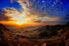 Ajardine no por do sol/nascer do sol - opinião de Tutuiatu, Dobrogea Imagem de Stock