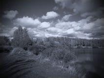 Ajardine no rio ao estilo de uma foto velha Fotografia de Stock Royalty Free