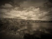Ajardine no rio ao estilo de uma foto velha Fotografia de Stock