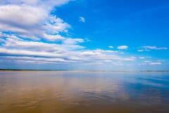 Ajardine no rio de Irravarddy, Mandalay, Myanmar, Burma Copie o espaço para o texto Imagem de Stock