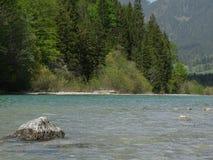 Ajardine no rio Isar perto da mancha do vale, Baviera Fotos de Stock