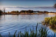 Ajardine no rio Nogat, mola, Polônia Imagens de Stock
