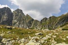 Ajardine o anúncio da chegada do outono nas montanhas Fotografia de Stock