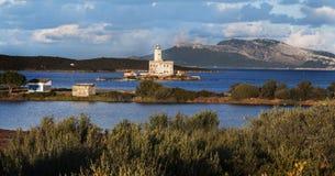Ajardine o farol da baía do olbia, Sardinia, Itália Fotos de Stock