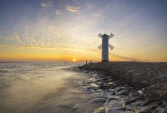 Ajardine o farol marinho na forma de um moinho de vento Imagens de Stock Royalty Free