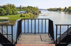 Ajardine o formulário a ponte do rio Kwai Imagens de Stock