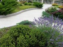 Ajardine o jardim do verão do projeto no monastério da trindade santamente, Batumi, Geórgia Fotos de Stock