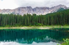 Ajardine o lago selvagem Misurina da natureza Imagens de Stock Royalty Free