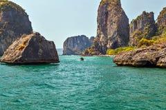 Ajardine o mar de Andaman tropical Krabi das ilhas, ao sul de Tailândia Fotos de Stock Royalty Free