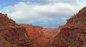 Ajardine o panorama da garganta no parque nacional de Canyonlands Imagens de Stock