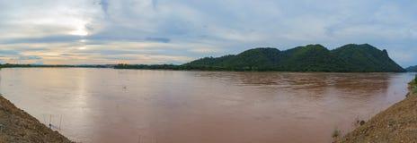 Ajardine o panorama do Mekong River em Loie, Tailândia Fotografia de Stock