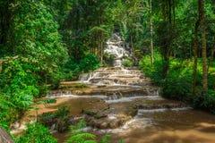 Ajardine o parque nacional do pacharogn do namtok da cachoeira, Tak Thailand Foto de Stock Royalty Free