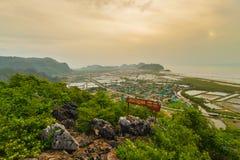 ajardine o ponto de vista em Khao Daeng, parque nacional de Sam Roi Yod, província Tailândia de Prachuapkhirik han Imagem de Stock