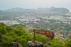 ajardine o ponto de vista em Khao Daeng, parque nacional de Sam Roi Yod, província Tailândia de Prachuapkhirik han Foto de Stock Royalty Free