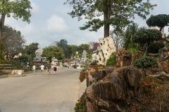 Ajardine o projeto em milhão anos de parque de pedra em Pattaya, Tailândia Foto de Stock