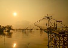 Ajardine o tempo do nascer do sol da prefeitura do phattalung, Tailândia Fotografia de Stock Royalty Free