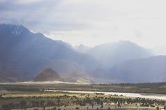 Ajardine o tiro do vale de Skardu quando o sol brilha seus raios Foto de Stock