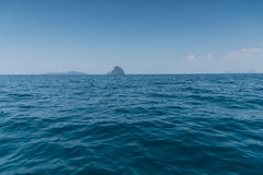 Ajardine o verão no mar e na montanha das formações Fotografia de Stock
