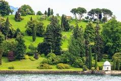 Ajardine a opinião do jardim do cruzeiro de Como do lago, Lombardy, Itália, Europa Fotografia de Stock Royalty Free