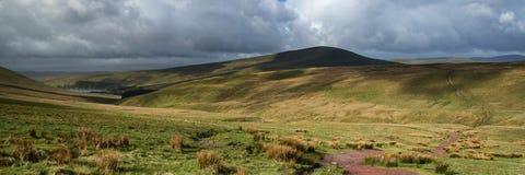Ajardine a opinião do panorama de escalam acima o milho Du montanha em Brecon Foto de Stock Royalty Free