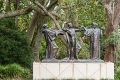 Ajardine uma foto da estátua de três bruxas em Auckland Fotografia de Stock Royalty Free