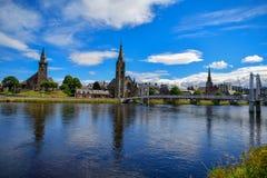 Ajardine un viaje a Escocia hermosa, una vista magnífica del puente y de la parte de la ciudad fotografía de archivo libre de regalías