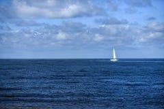 Ajardine, veleiro no Mar do Norte, em um dia ensolarado com beauti Imagens de Stock Royalty Free