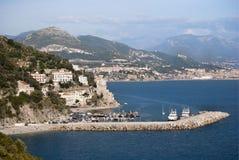 Ajardine a vila de Cetara, península de Amalfi, Itália Imagem de Stock Royalty Free