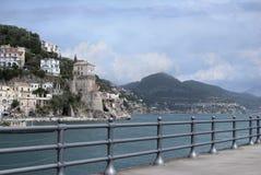 Ajardine a vila de Cetara, península de Amalfi, Itália Fotografia de Stock Royalty Free