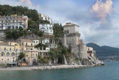 Ajardine a vila de Cetara, península de Amalfi, Itália Imagens de Stock