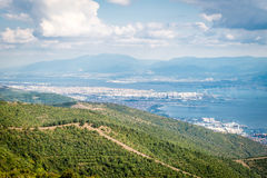 Ajardine a vista ao mar de Marmara e de Derice em Turquia Foto de Stock