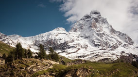 Ajardine a vista da cara sul do Matterhorn Fotografia de Stock