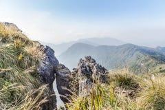 Ajardine a vista da montanha do fá do qui de Phu em Chiang Rai, Tailândia Imagens de Stock
