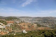 Ajardine a vista de cima com do forte de Ajloun, Jordânia imagens de stock