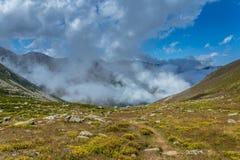Ajardine a vista de montanhas de Kackar em Rize, Turquia Imagens de Stock