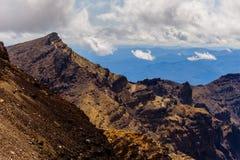 Ajardine a vista de montanhas vulcânicas em Tongariro, Nova Zelândia Fotografia de Stock