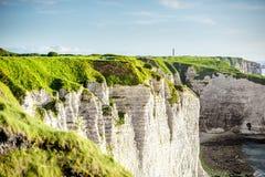Ajardine a vista no litoral rochoso em Etretat Imagens de Stock