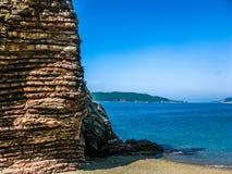 Ajardine a vista no mar e na montanha em Montenegro Foto de Stock
