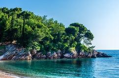 Ajardine a vista no mar e na montanha em Montenegro Imagem de Stock