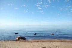 Ajardine, vista no mar, praia e pedras Imagens de Stock