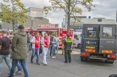 Ajax Supporters Preparing Before The-Gelijke met AEK Athene bij het Nederland 2018 van Amsterdam stock foto's