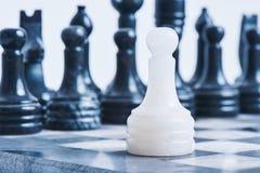Ajedrez de mármol en la tabla del ajedrez Imagen de archivo libre de regalías