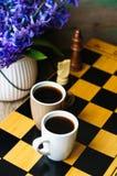 Ajedrez y café Imágenes de archivo libres de regalías